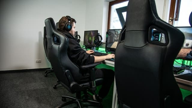 Green Soul Monster Ultimate (S) Gaming Chair India 2021